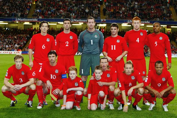 2004 | Gambar : Mirror Football